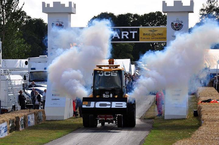 JCB GT Smokes off the line