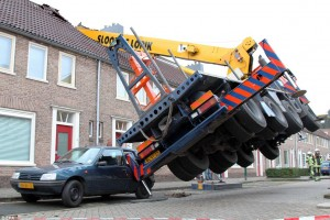 Homewrecker_This_crane_toppled_KaPak