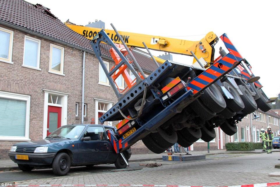 Homewrecker_This_crane_toppled_KaPak