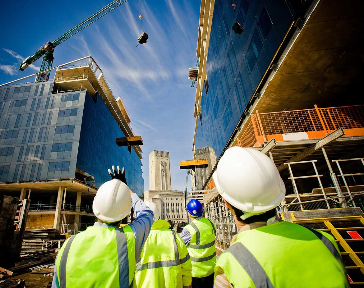 building-under-construction-with-workers-shutterstock_57862405-Kopya
