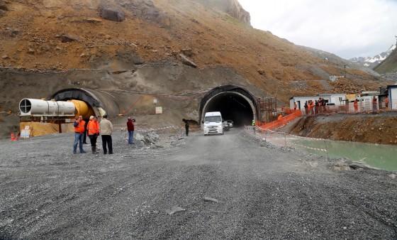 Türkiye'nin en uzun tüneli Ovit'te 9 bin 600 metre yol alındı