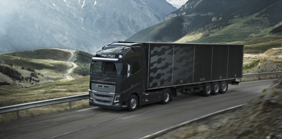new-volvo-fh16-on-the-road-1
