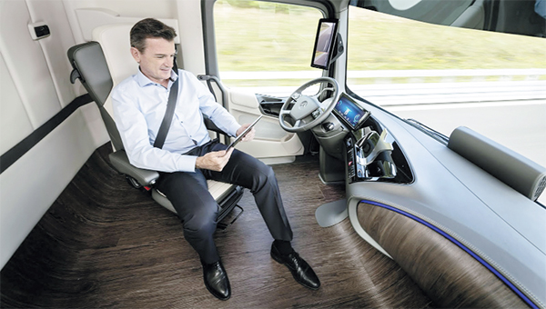 geleceğin_kamyonunu_otomatik_pilot_sürecek